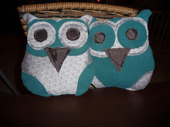 Makerist - Schönes Eulenkissen KouKou von lasari design. Aus Fleece und Baumwollstoff genäht. Für mein Patenkind zu Weihnachten - Nähprojekte - 2