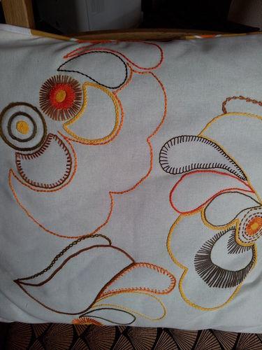 Makerist - Besticktes Kissenbetzüg aus 70er Jahren Stoff - Nähprojekte - 2