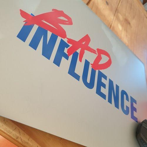 Makerist - Bad Influence aus Vinylfolie auf mein Laptop - Textilgestaltung - 1