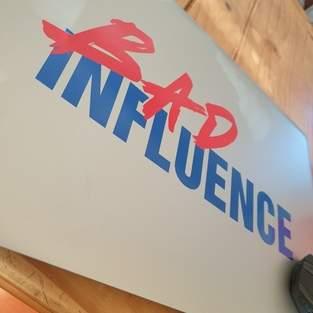 Makerist - Bad Influence aus Vinylfolie auf mein Laptop - 1