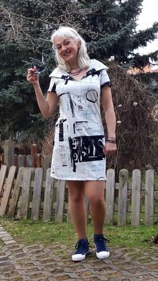 Luftig- leichtes Sommerkleid mit cooler Kapuze