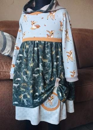 Waldkind, Kapuzenkleid mit Doppellagenrock in Farb- und Mustermix für mein Enkelkind