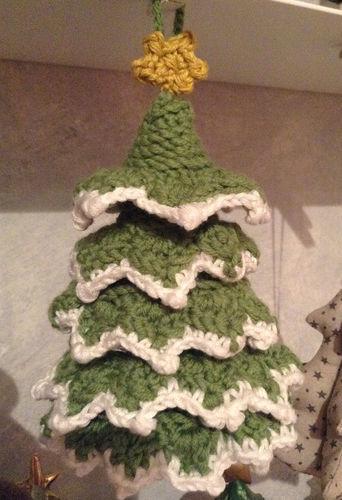 Makerist - Weihnachtsbaum mit Stern für die Christbaumsammlung meines Mannes - Häkelprojekte - 1