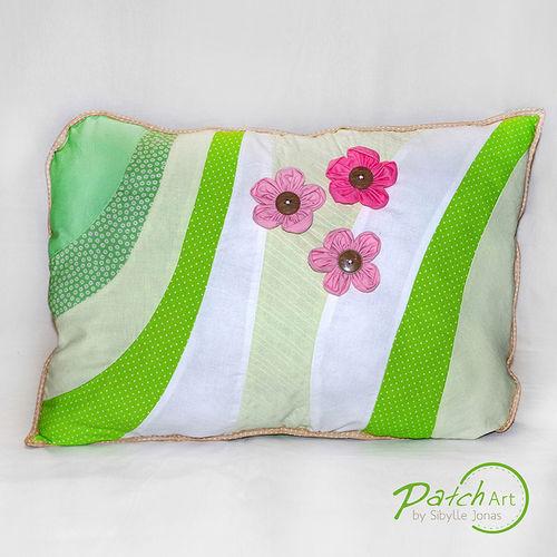 """Makerist - Patchwork-Kissen """"Blumen Liebe"""", Baumwolle, 40x60 cm - Nähprojekte - 2"""