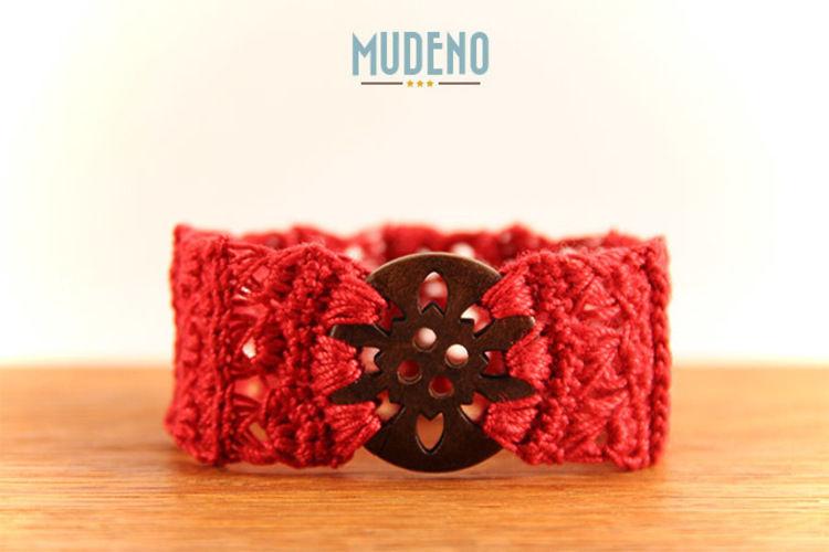 Makerist - Rotes Armband mit Holzknopf - Häkelprojekte - 1