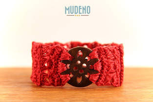 Makerist - Rotes Armband mit Holzknopf - 1