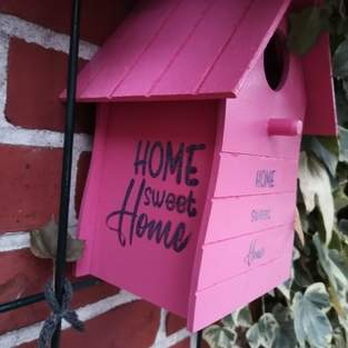 Deko-Sachen und Vogelhaus mit der Datei von B. Style verschönert