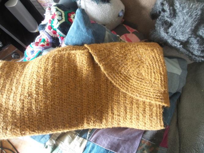 Makerist - Cozy Gemütliche Decke fürs Sofa mit Kapuze und praktischer Aufbewahrung - Häkelprojekte - 2