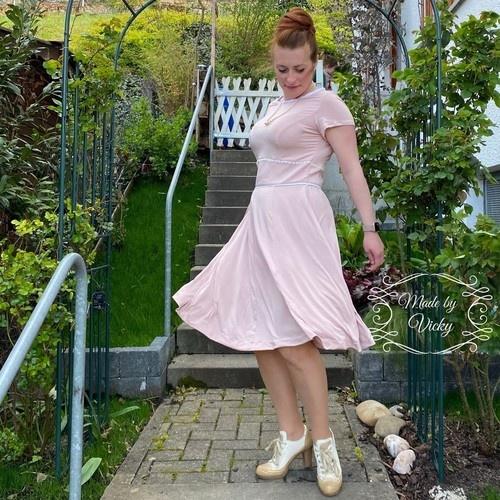 Makerist - Kleid Valentine - aus Webware oder Jersey - für Damen - Nähprojekte - 2