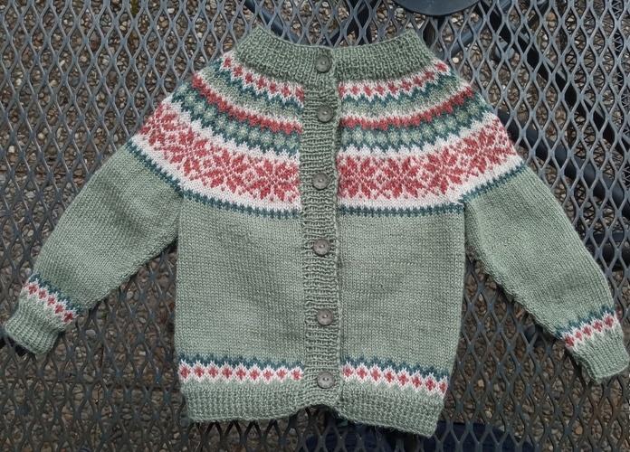 Makerist - Zwei Baby-Norweger-Zwillings-Jäckle - Strickprojekte - 1