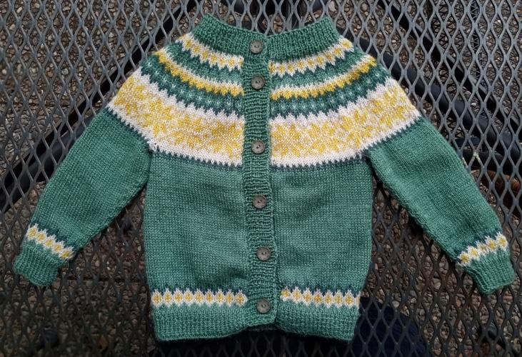 Makerist - Zwei Baby-Norweger-Zwillings-Jäckle - Strickprojekte - 2
