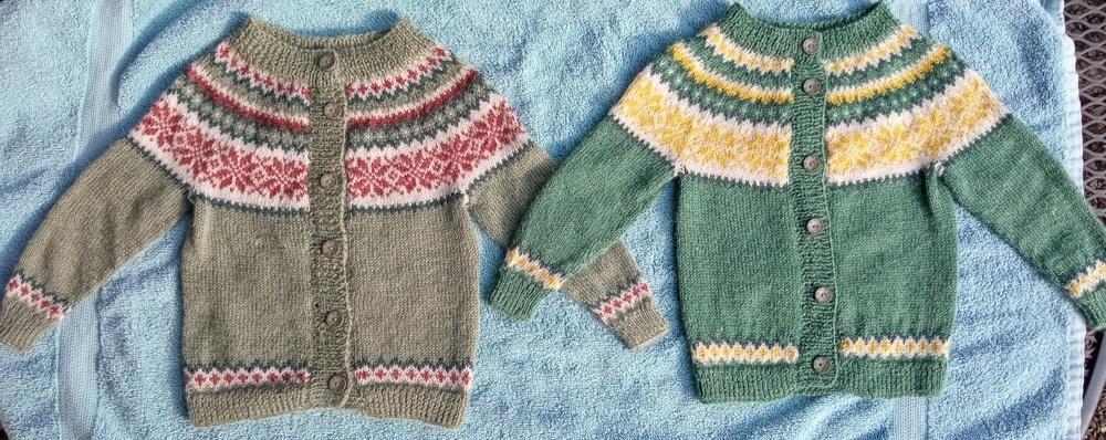 Makerist - Zwei Baby-Norweger-Zwillings-Jäckle - Strickprojekte - 3