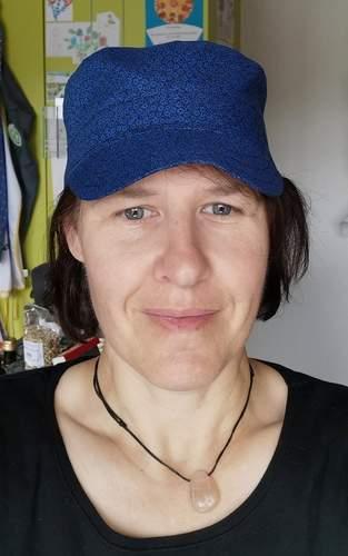 Coole Kappe in dunkelblau für eine Freundin