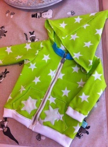 Makerist - Zipfel-Kapuzen-Zwergen-Jacke für den Neffen aus tollem Strernenjersey von Karina - Nähprojekte - 1