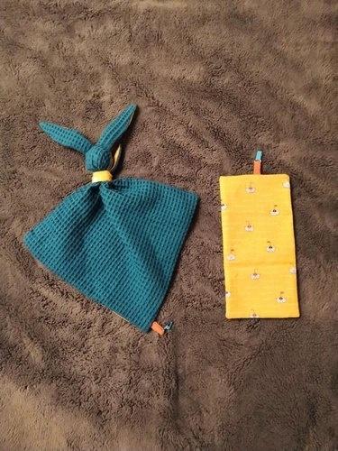Makerist - Doudou Gabin le lapin - tissu nid d'abeille vert et coton jaune + tissu molletonné bleu clair et coton bleu - #makeristalamaison - 1