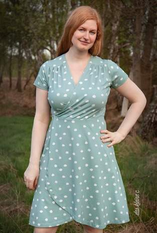 Makerist - Cara mia - Kleid in Wickeloptik aus mintgrünem Jersey mit Tupfen - 1