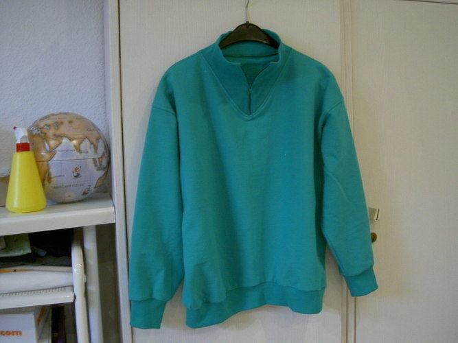 Makerist - Doppelgänger aus Baumwoll-Sweat Grün mit Bündchen und Eingestztem Kragen. Für mich selber - Nähprojekte - 1