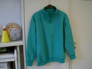 Makerist - Doppelgänger aus Baumwoll-Sweat Grün mit Bündchen und Eingestztem Kragen. Für mich selber - 1