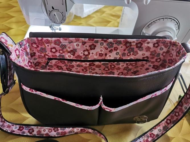 Makerist - Sac besace Tairie pour une amie, simili marron et tissu fleurie  - Créations de couture - 3