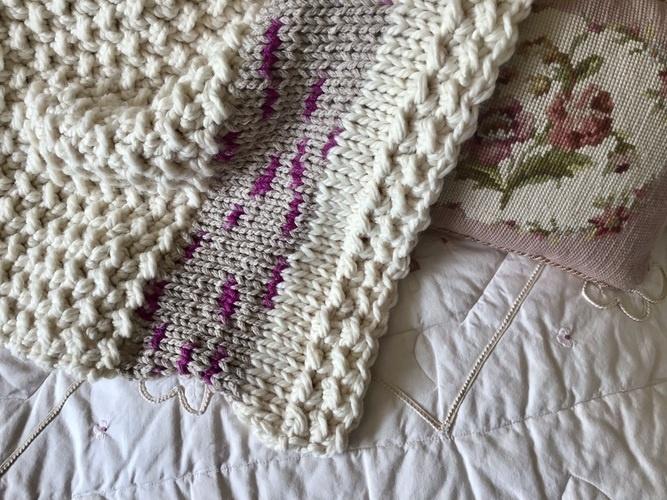 Makerist - The Lark Baby Blanket  - Crochet Showcase - 2