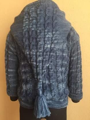 Makerist - Kapuzen-Strickjacke mit Zopfmuster für Wichtelkinder aus 100% Schurwolle, gefüttert mit 100% Baumwoll-Jersey - 1