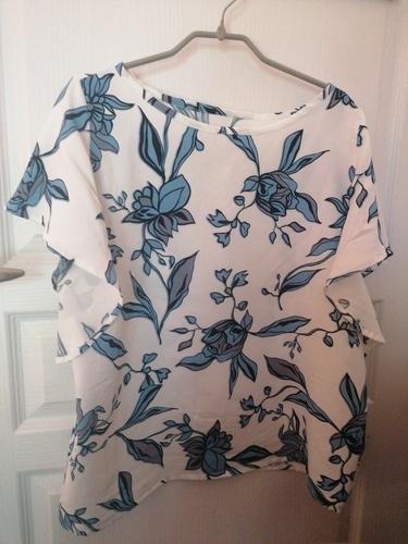 Makerist - Blouse Valentina en viscose fleurie bleu et blanche pour compléter ma garde robe💜 - Créations de couture - 1