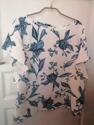 Makerist - Blouse Valentina en viscose fleurie bleu et blanche pour compléter ma garde robe💜 - 1