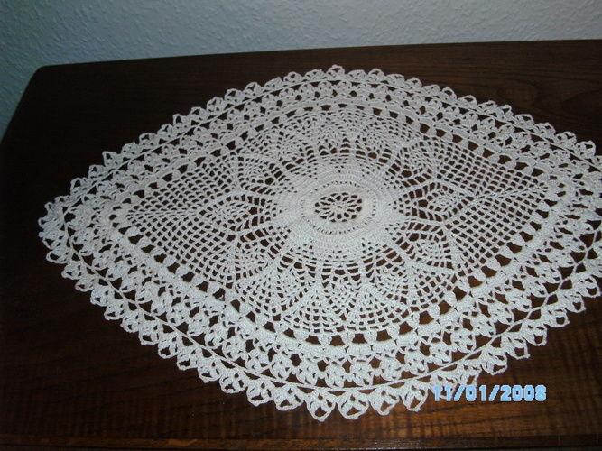 Makerist - Eine schöne gehäkelte Decke für mein Schränkchen... - Häkelprojekte - 1