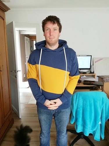 Makerist - SlashMan T.L - sweat molleton bleu et jaune - Créations de couture - 1