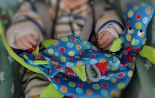 Makerist - Schnullerdrache aus Softplüsch zur Geburt verschenkt  - 1