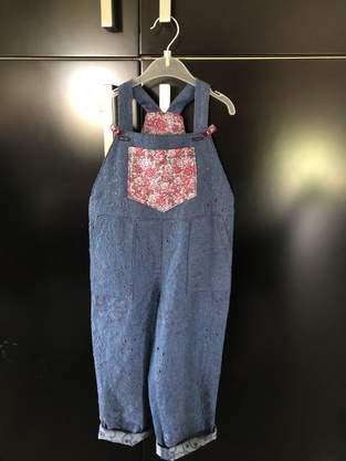 Makerist - Salopette Tape à l'œil, patron gratuit, tissu jean brodéMakerist, pour ma petite-fille de 3 ans  - 1