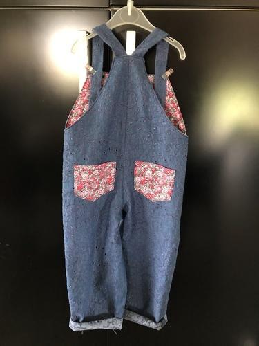 Makerist - Salopette Tape à l'œil, patron gratuit, tissu jean brodéMakerist, pour ma petite-fille de 3 ans  - Créations de couture - 2