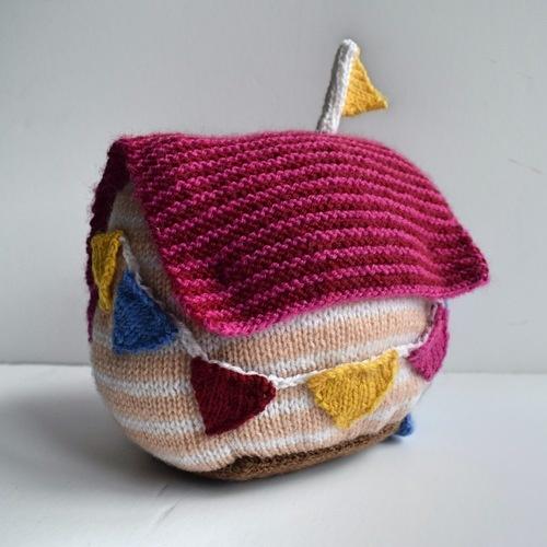 Makerist - Beach Hut Doorstop - Knitting Showcase - 2
