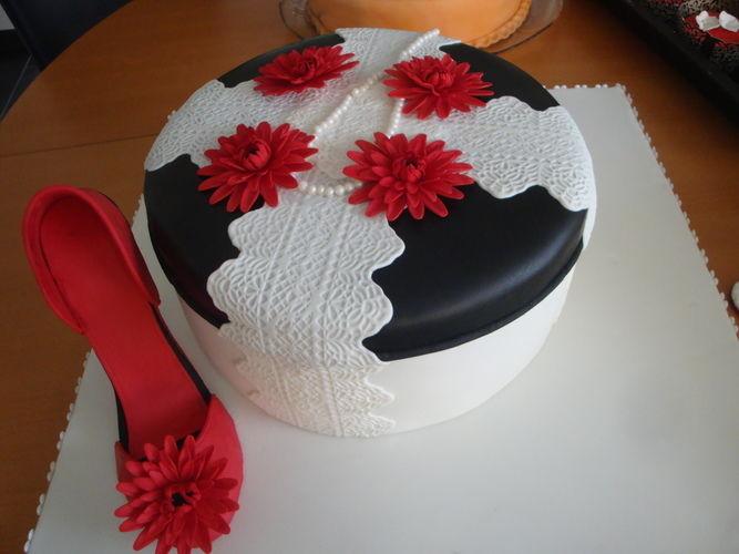 Makerist - Baby in der Wiege, Kommunion Junge und Hutschachtel mit einem Schuh - Torten, Cake Pops und Cupcakes - 3