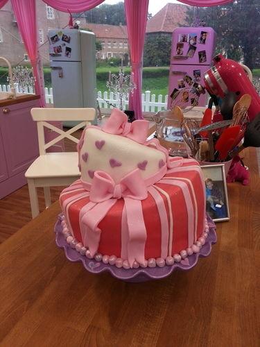 Makerist - Pink Suprise topsy turvy  - Torten, Cake Pops und Cupcakes - 1
