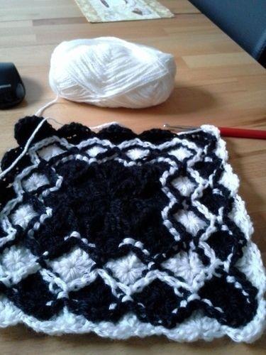 Makerist - Garnfresser Decke, schwarz/weiß. - Häkelprojekte - 3