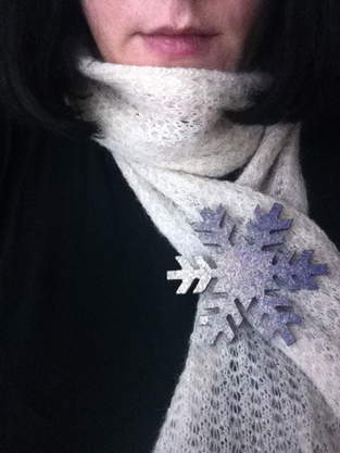 """Makerist - """"Hallo Schnee"""" - Glitzerbrosche - 1"""