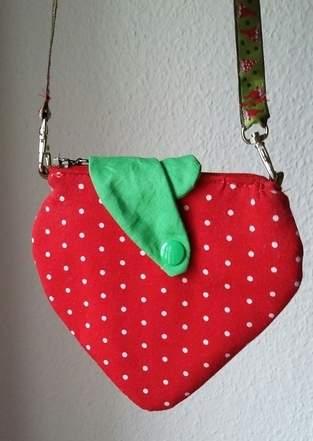 Makerist - Erdbeer-Kinderportmonee - 1