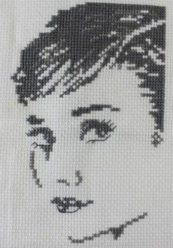 Makerist - Audrey Hepburn gestickt - DIY-Projekte - 1