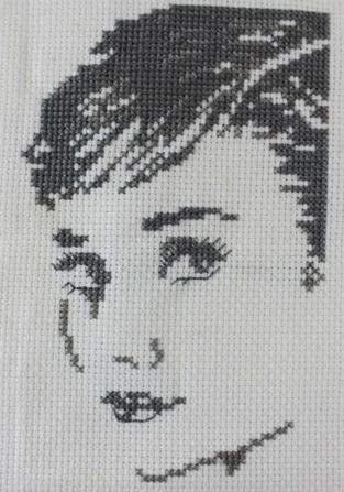 Makerist - Audrey Hepburn gestickt - 1