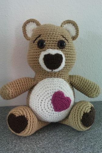 Makerist - Teddy mit Herz - Häkelprojekte - 1