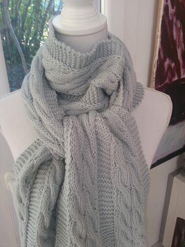 Makerist - Echarpe bleue torsadée en laine mérinos tricotée à la main - Créations de tricot - 1