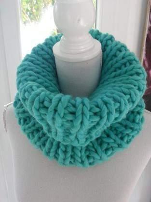 Col snood turquoise fait main en grosse laine péruvienne
