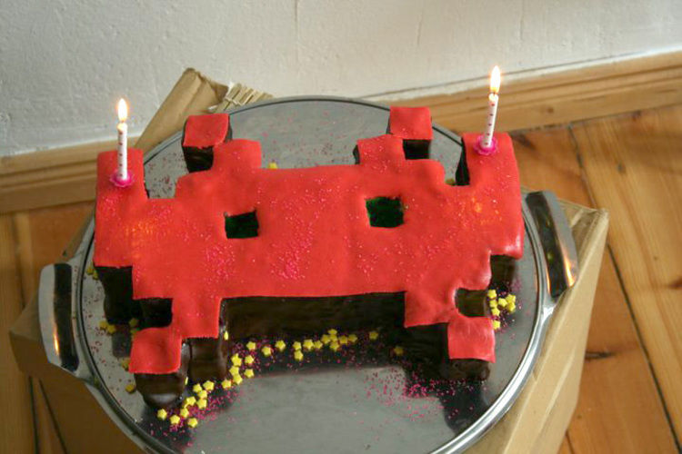 Makerist - Space Invader Torte - Torten, Cake Pops und Cupcakes - 1
