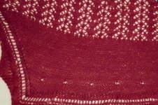 Makerist - Ruby Cabernet - leichtes Schultertuch mit eingestrickten Perlen - 1