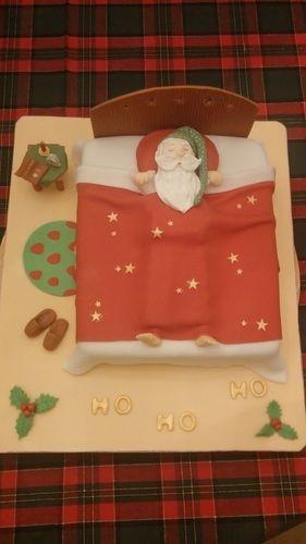 Makerist - Schlafender Weihnachtsmann - Torten, Cake Pops und Cupcakes - 1