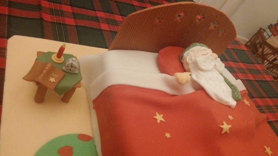 Makerist - Schlafender Weihnachtsmann - Torten, Cake Pops und Cupcakes - 2