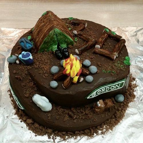 Makerist - Survivaltorte zum 30. Geburtstag aus Schokobiskuit und Ganachefüllung, Deko aus Fondant  - Torten, Cake Pops und Cupcakes - 1