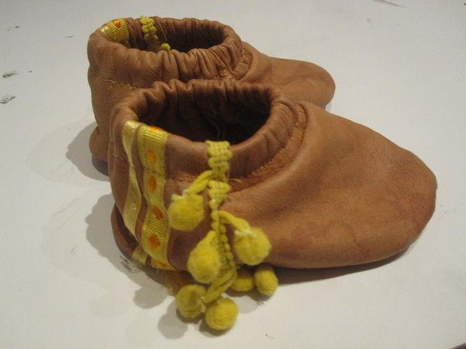 Makerist - Lederpuschen mit Bommeln - Nähprojekte - 1