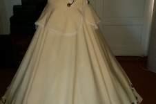Makerist - Viktorianisches Kleid auf Reifen. Bestehend aus einem weiten Rock für Reifen und einem Oberteil mit langem Ärmeln und ohne Ärmel  - 1